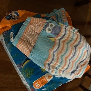 18 ct sz 4 Huggies Little Swimmers